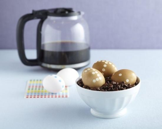 Oua vopsite cu cafea