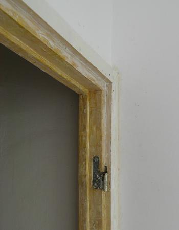Vopsirea tocului de lemn la usile interioare