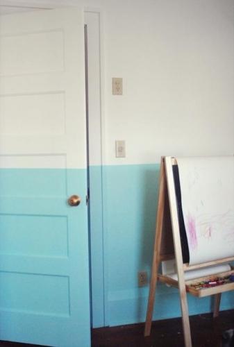 Camera zugravita in doua culori alb si bleu