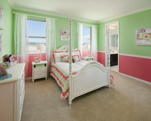 Dormitor pentru fetite zugravit in roz cu verde