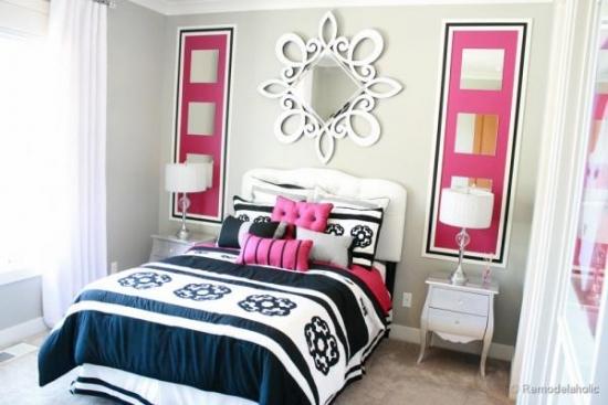Dormitor zugravit in crem si doua portiuni de roz ca si element decorativ cu oglinzi