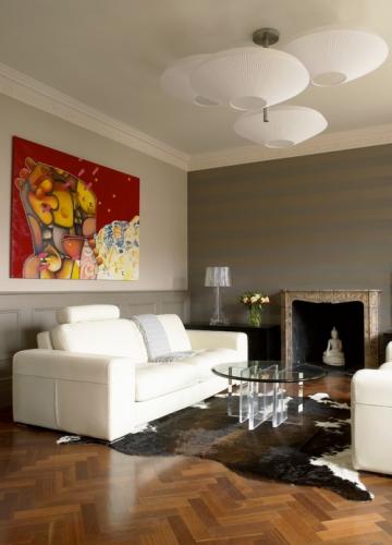 Living clasic cu zugraveala in doua culori alb cu galben for Colores de pinturas para paredes de salon