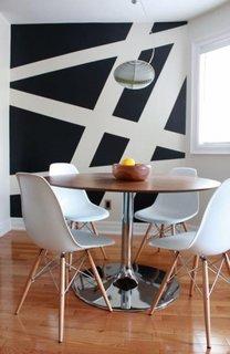 Perete cu model in doua culori alb si negru