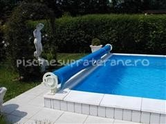 Acoperire piscina cu dispozitiv de infasurare din plastic si folie solara