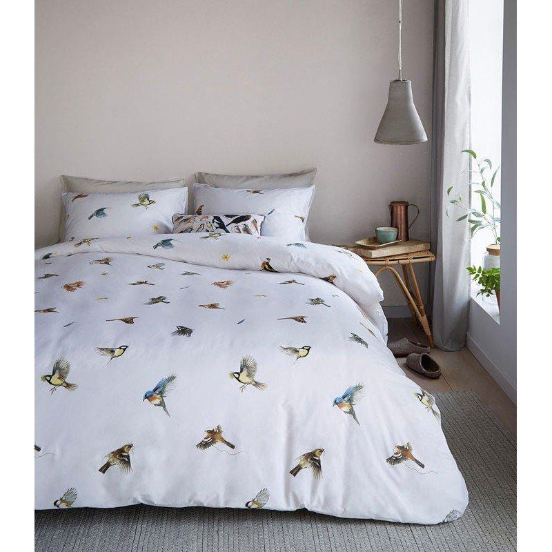 Lenjerie de pat alba cu pasarele multicolore